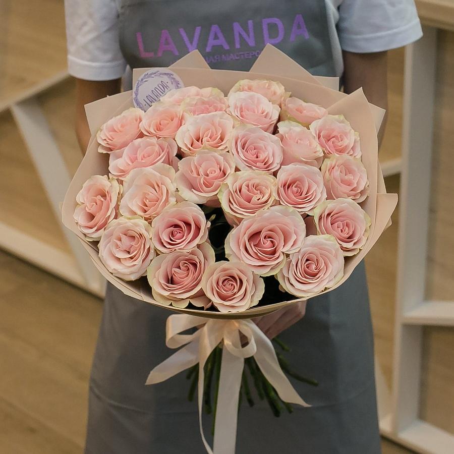 25 розовых Эквадорских роз в матовой пленке