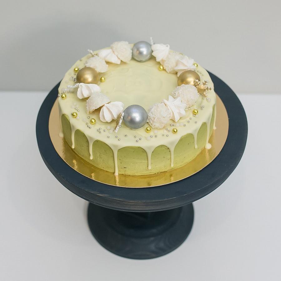 Торт «Рождественский с матчей» 1 кг.