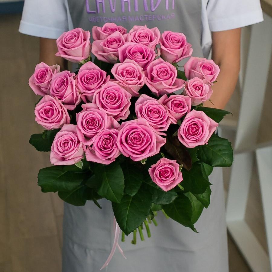 23 розовые розы 50 см.