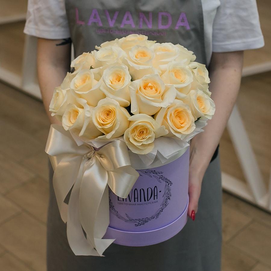 Коробочка кремовых роз