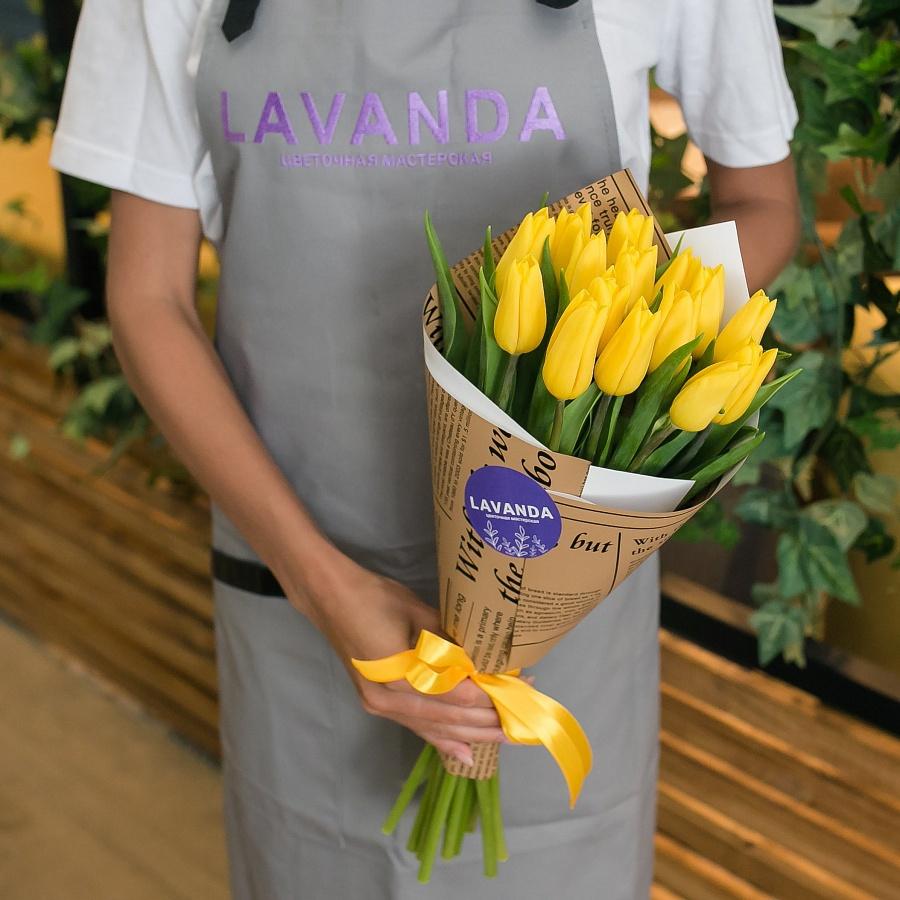 15 желтых тюльпанов в матовой пленке