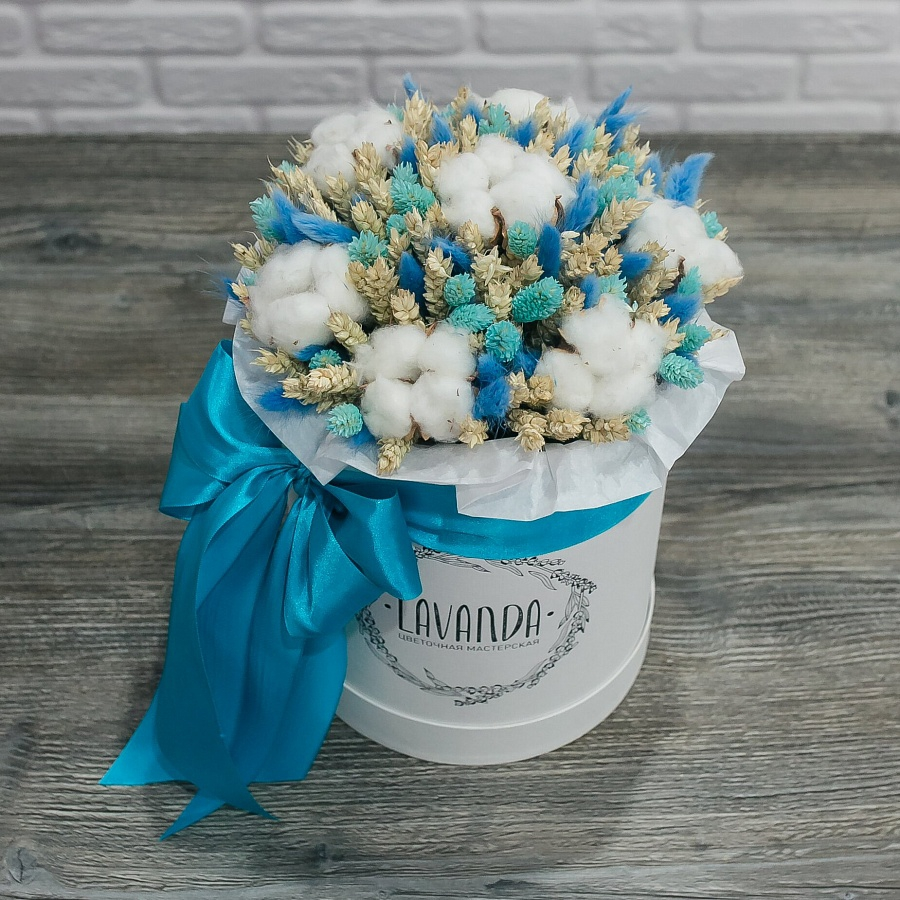 Коробочка голубых сухоцветов с хлопком