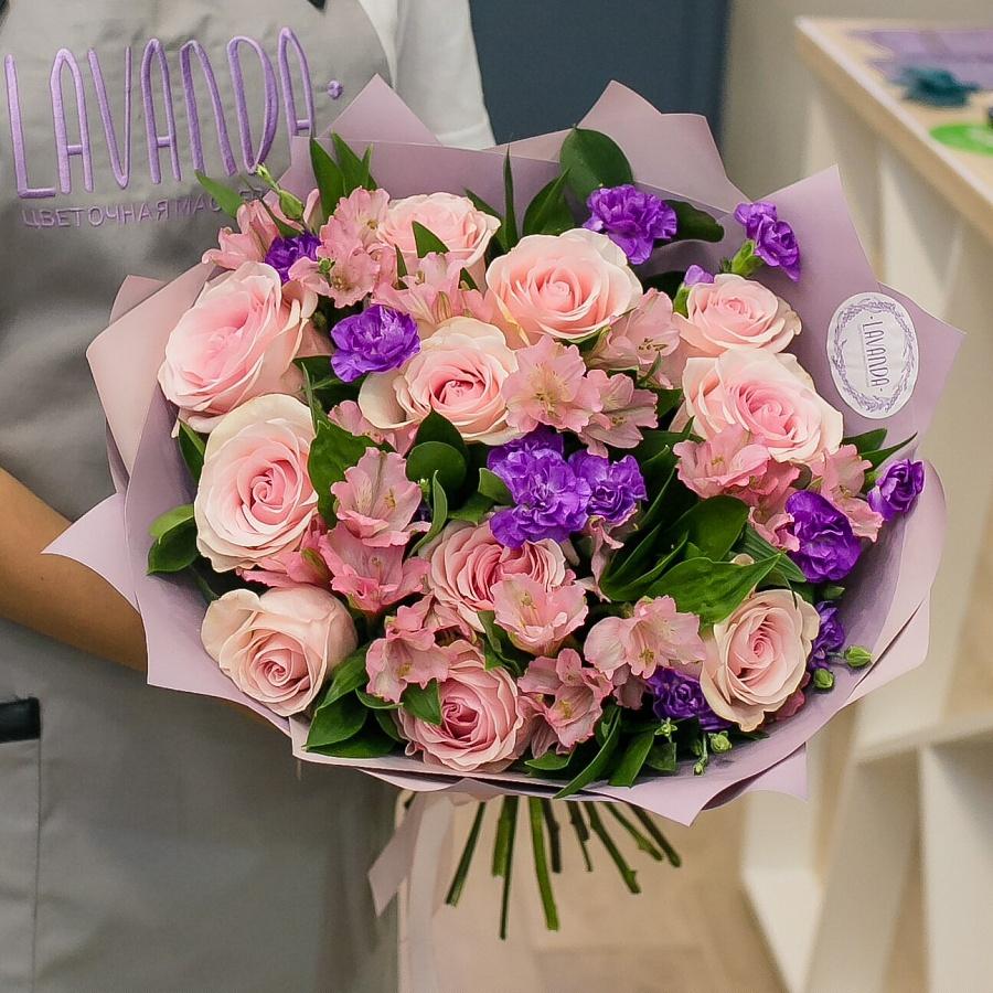 Нежный букет с фиолетовыми диантусами