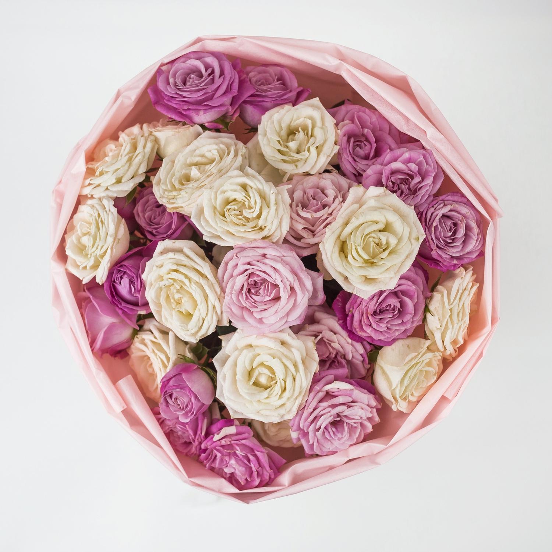 Букет нежных пионовидных роз