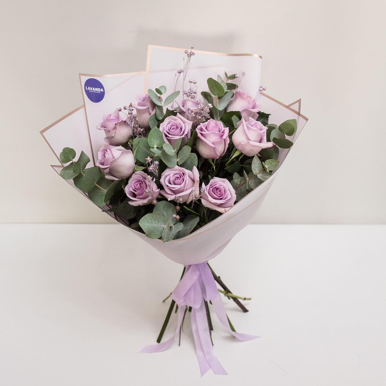 Лиловый букет роз и льна с эвкалиптом