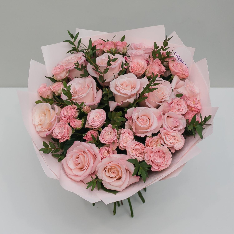 Букет розовый с пионовидными розами и эвкалиптом
