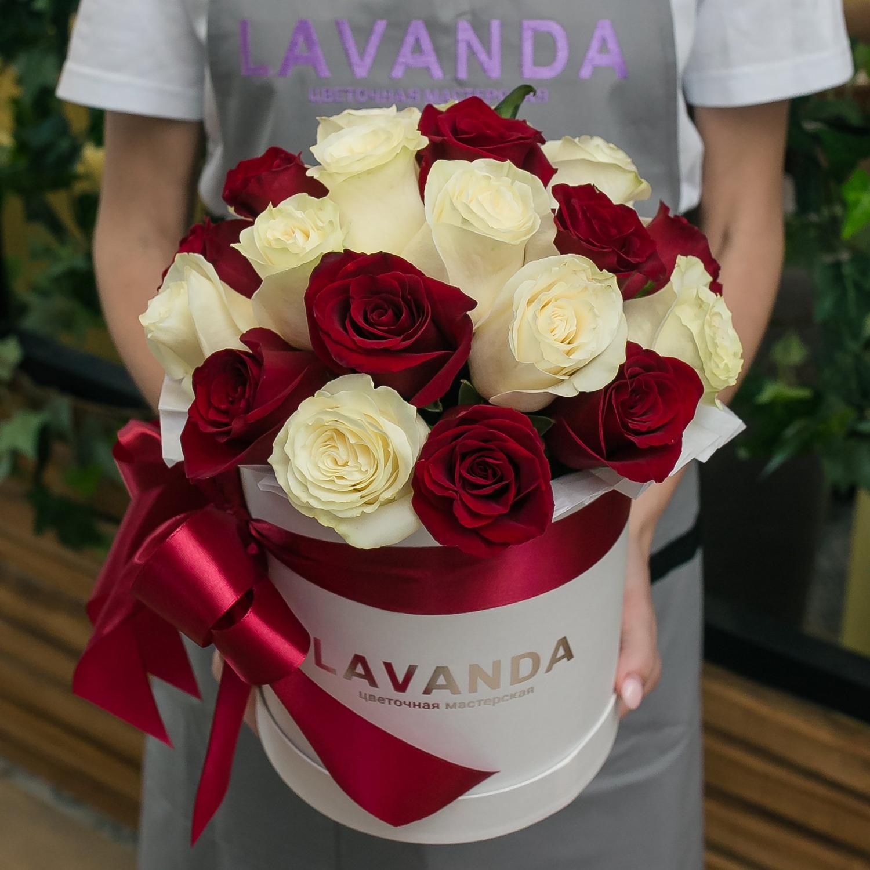 Белая коробочка Эквадорских роз