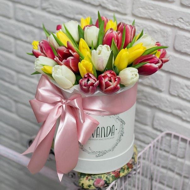Весенняя коробочка тюльпанов