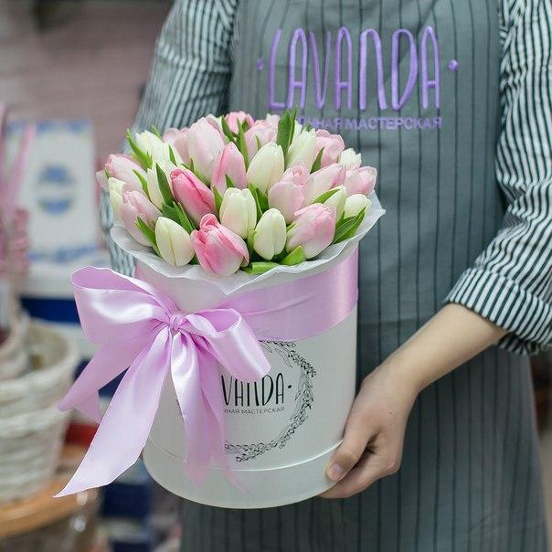 Коробочка нежных тюльпанов