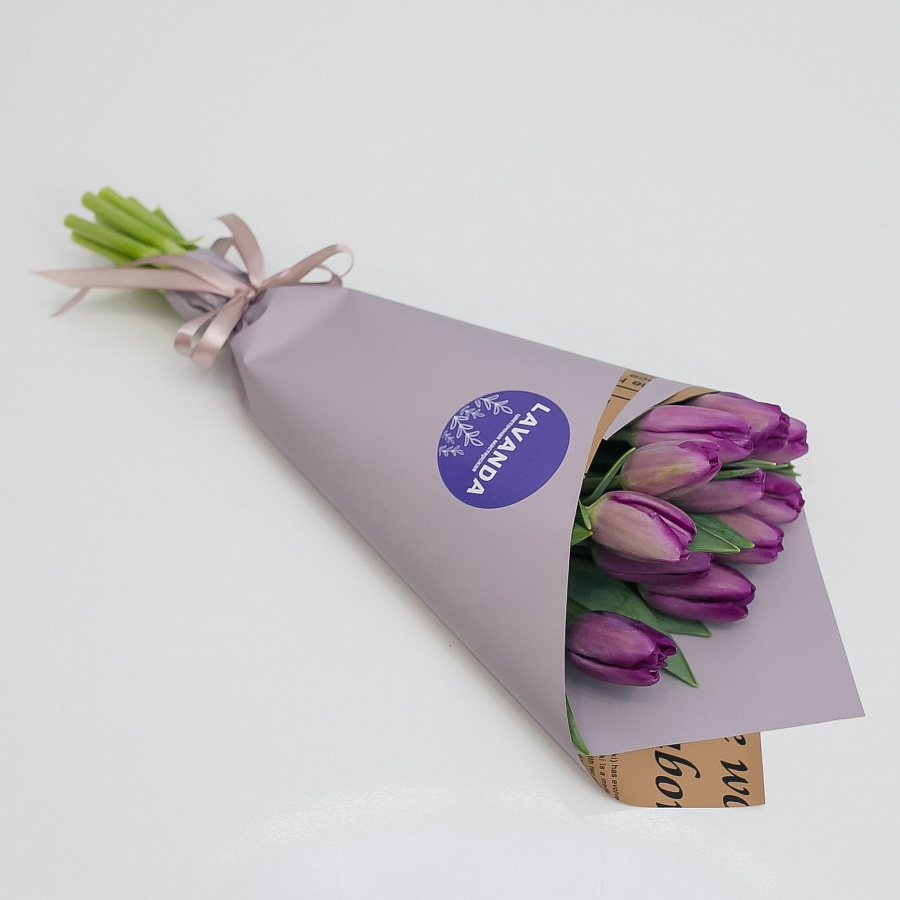 11 фиолетовых тюльпанов в матовой пленке