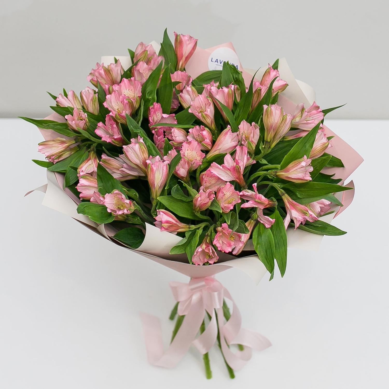 Букет нежно-розовых альстромерий