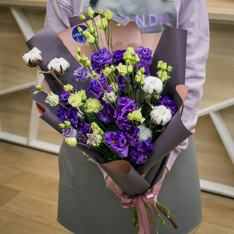 Букет фиолетовых эустом с хлопком
