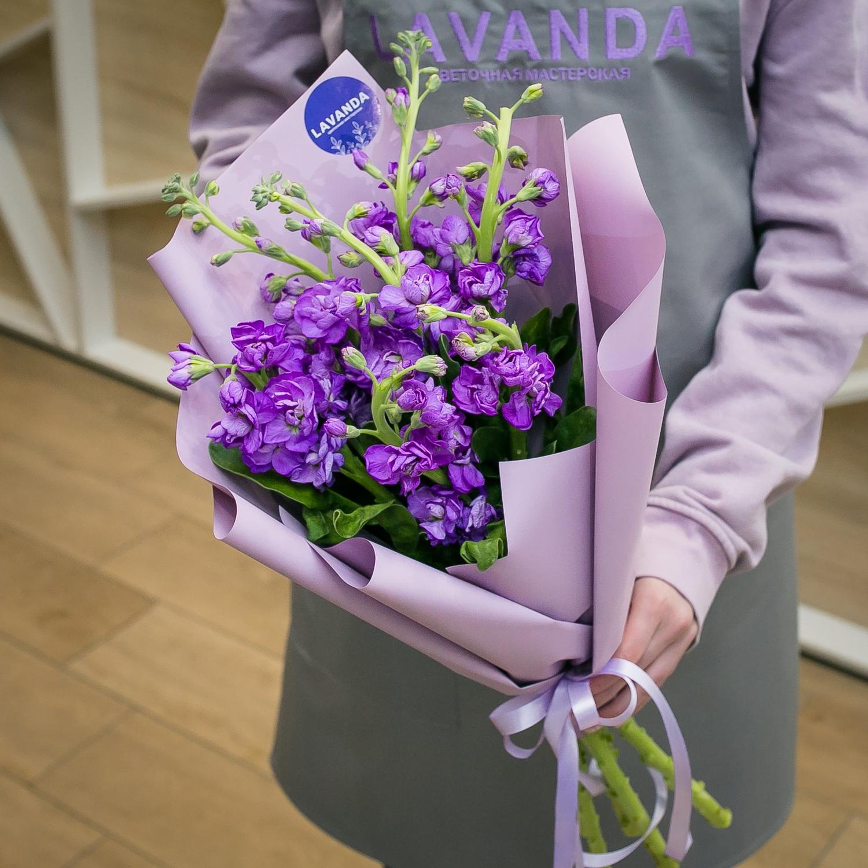 Букет фиолетовых маттиол
