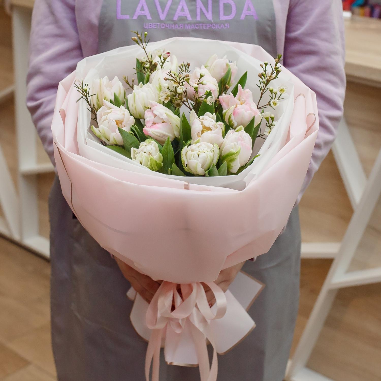 Букет нежно-розовых пионовидных тюльпанов