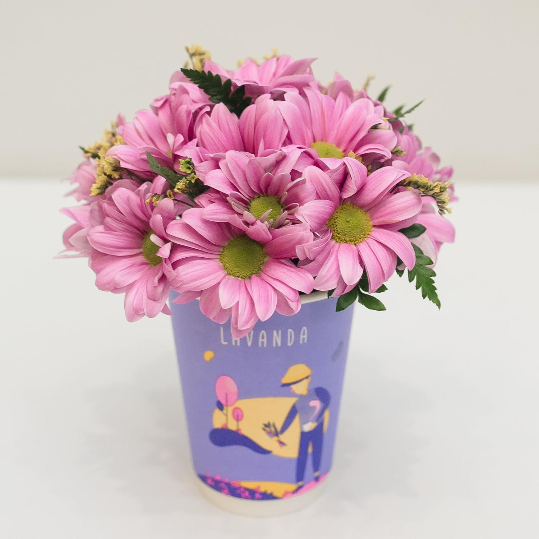 Композиция в стаканчике с розовой бакарди