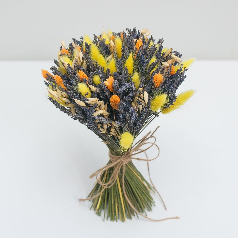 Букет осенних сухоцветов с лавандой