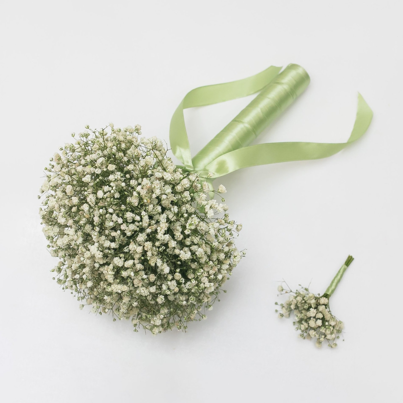 Букет невесты и бутоньерка из белых гипсофил