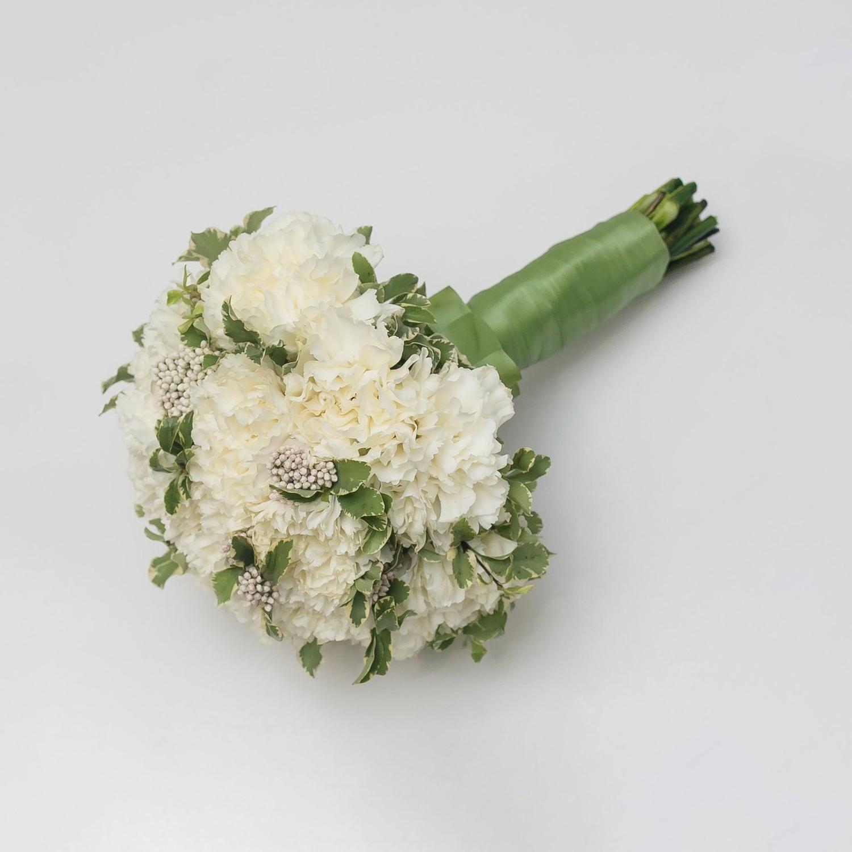 Букет невесты из белых диантусов