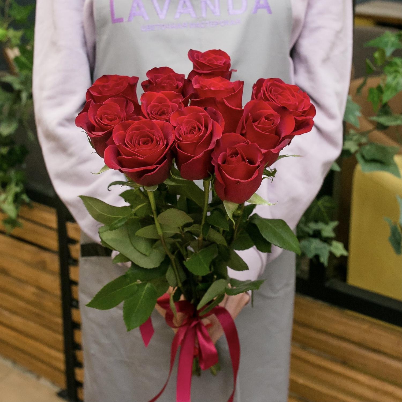 11 красных роз 50 см.